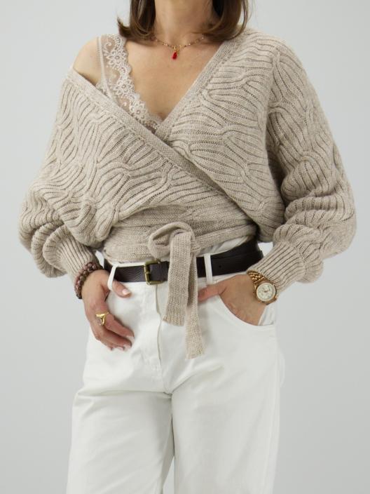 Sweter z wiązaniami