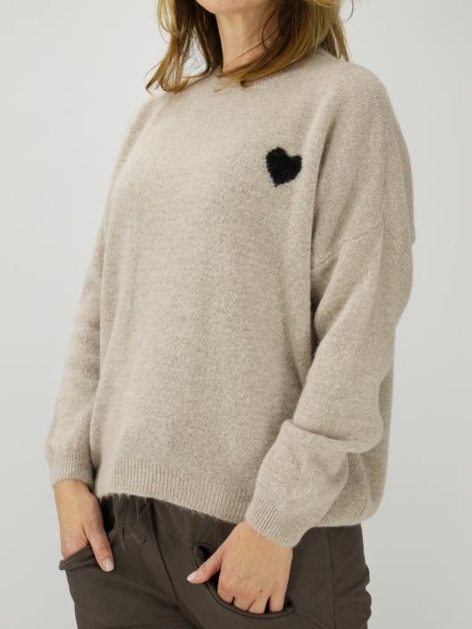Sweterek z serduszkiem