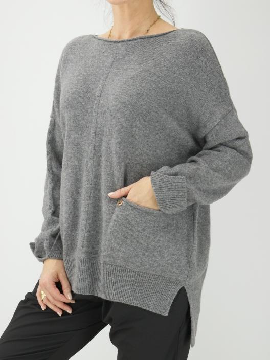 Wełniany sweter z kieszonką...